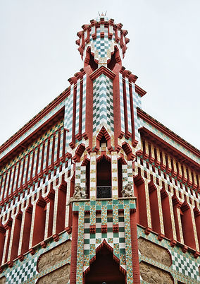 red-and-green-concrete-building-3779835.