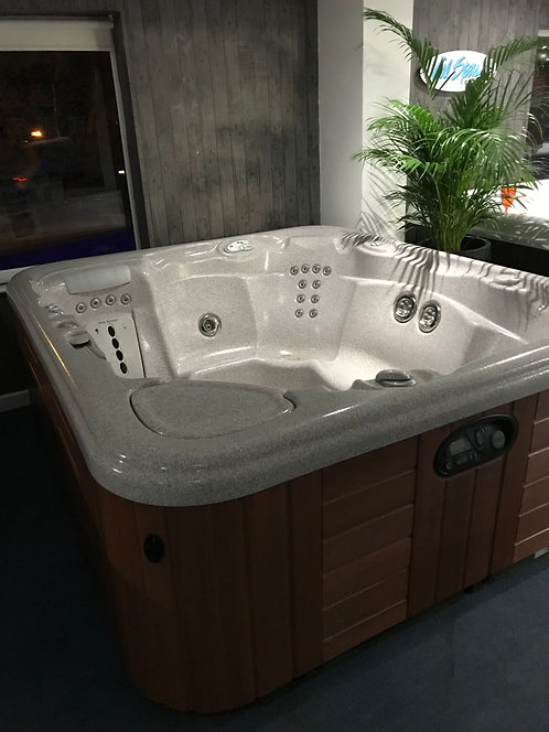 Preowned Hotsprings Sovereign Hot Tub