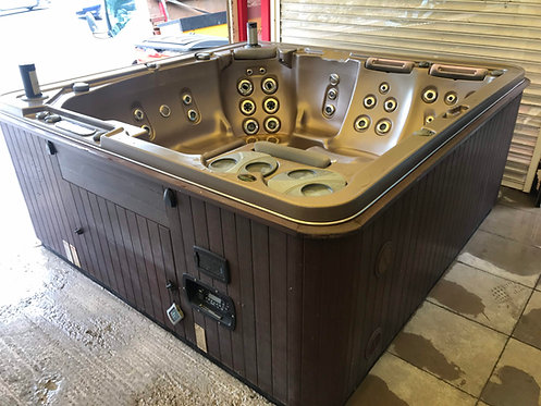 Preowned Hydropool H700 Hot Tub
