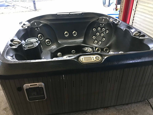 Preowned Jacuzzi J480 Hot Tub
