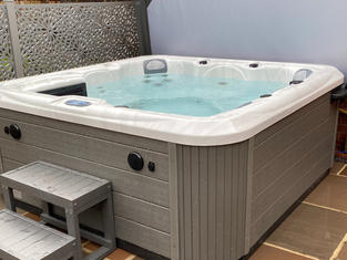 HideAway Spa - SAVE £800 TODAY