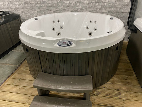 Preowned Jacuzzi 210 Hot Tub