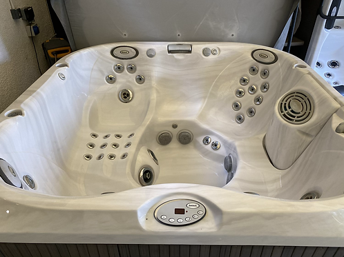 Preowned Jacuzzi 335 Hot Tub