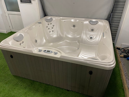 Preowned Hotsprings Propel Hot Tub