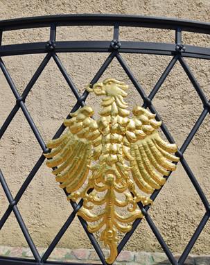 Stoltze-Brunnen Vergoldeter Adler