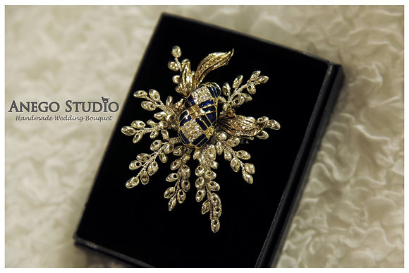 Vintage gold handmade jewelry boutonniere