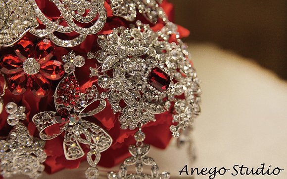 Red droplets jewelry bouquet