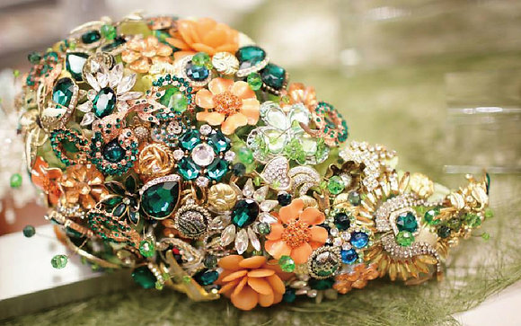 Golden banquet drops jewelry bouquet