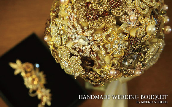 Gold jewelry bouquet