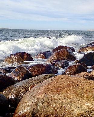 Bølger_mot_stein.jpg