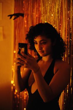 Iza takes photos