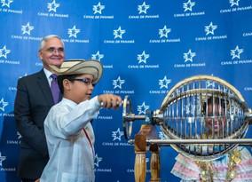 Un barco chino será el primero en cruzar el Canal de Panamá ampliado