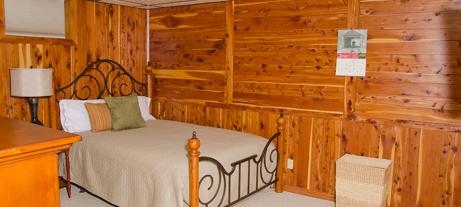 OPTO Main Lodge - Lower Bedroom 1