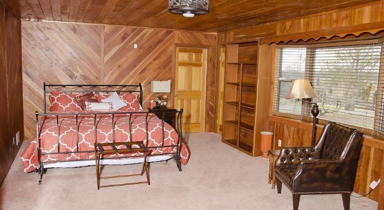 OPTO Main Lodge - Master Suite