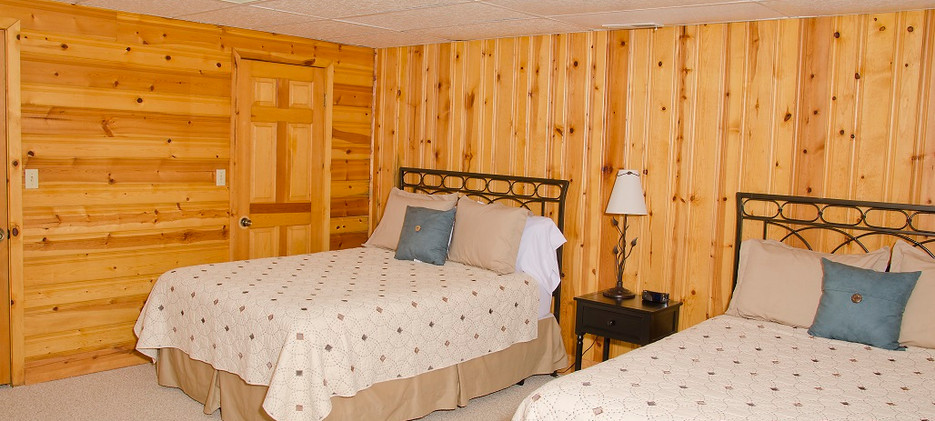 OPTO Main Lodge - Lower Bedroom 2
