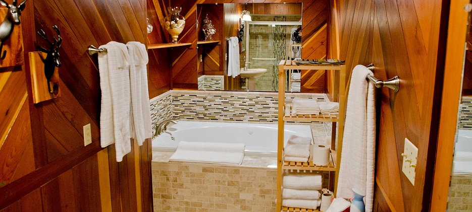 OPTO Main Lodge - Master Suite Bathroom