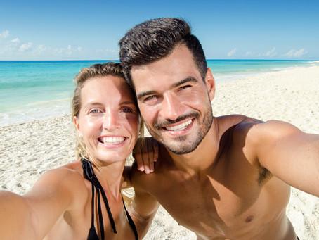 Estàs pensant fer-te un blanquejament dental? Què és i quines precaucions hem de tenir?