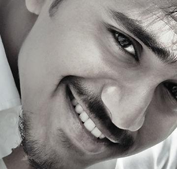 Chico con bonita sonrisa