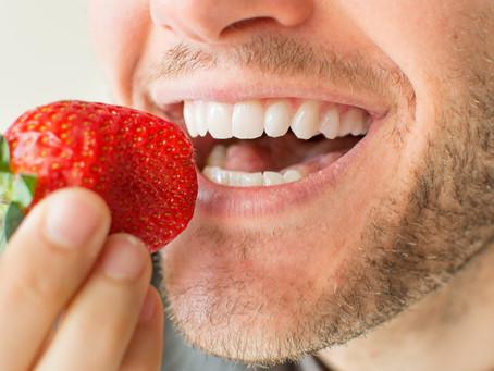 ¿Sabías que una buena alimentación puede ayudarte a mantener una buena salud bucal?