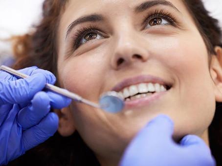 ¿Por qué es necesario hacer una revisión antes de realizar una limpieza dental?