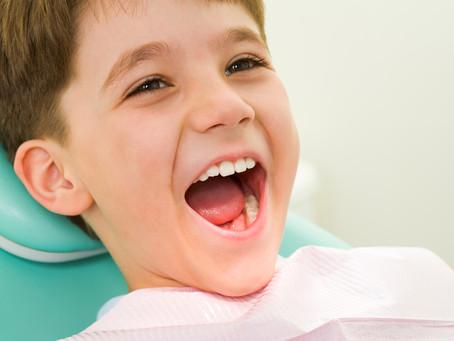 Consejos previos para evitar problemas dentales en los niños