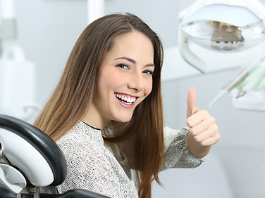 Paciente feliz en el dentista