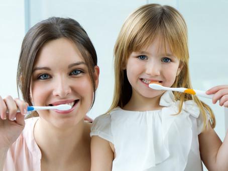 8 Consejos para educar a nuestros hijos en la salud bucal