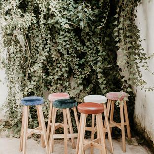 Retro barski stolac raznih uzoraka