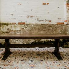 Drveni antik stol