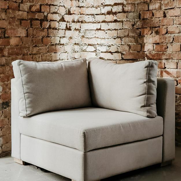 Bijela modularna sofa kut