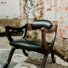 Drveni antik stolac/kožno sjedište