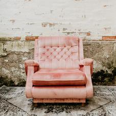 Roza fotelja
