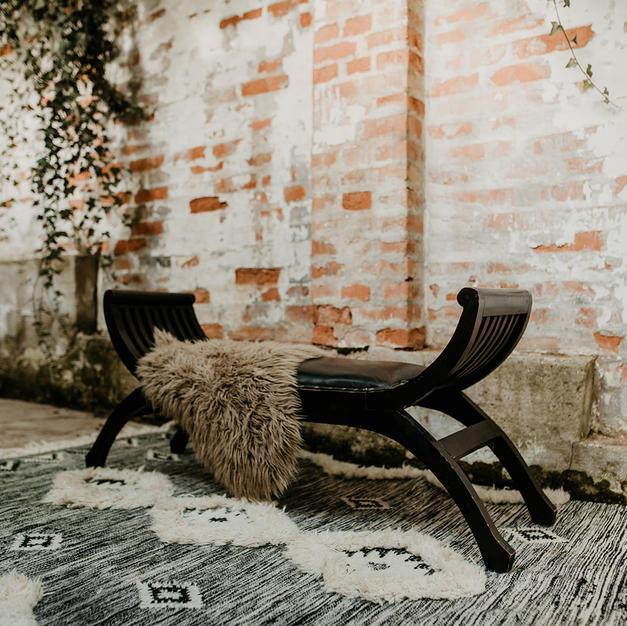 Drvena antik klupa