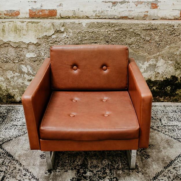 Konjak kožna fotelja