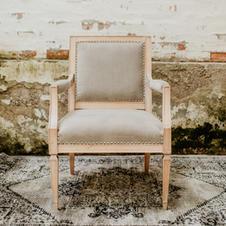 Siva fotelja