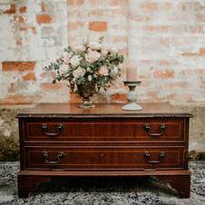 Drvena antik komodica/coffe table
