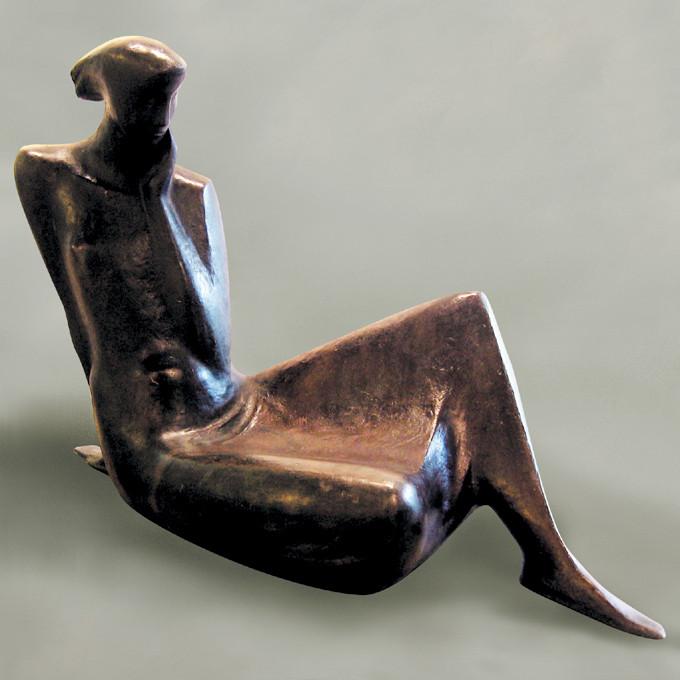 박병욱,여인-84-1,88x62x42cm,Bronze,1984.jpg