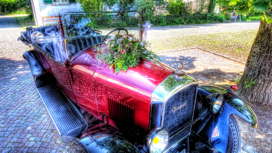 The Red Wedding Car (HDR)