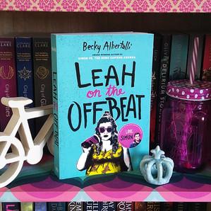 RESENHA: Leah Fora de Sintonia (Albertalli, Becky)