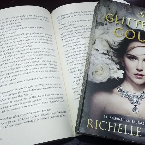 RESENHA: The Glittering Court (MEAD, Richelle)