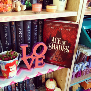 RESENHA: Ace of Shades (Foody, Amanda)