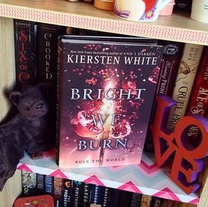 RESENHA: Bright We Burn (White, Kiersten)