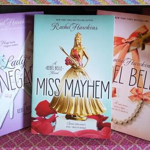 RESENHA: Miss Mayhem (Hawkins, Rachel)