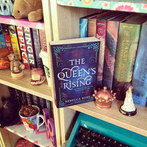 RESENHA: The Queen's Rising (Ross, Rebecca)