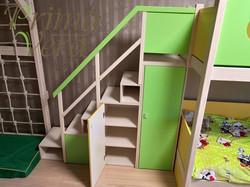 лестница с пространством для хранени