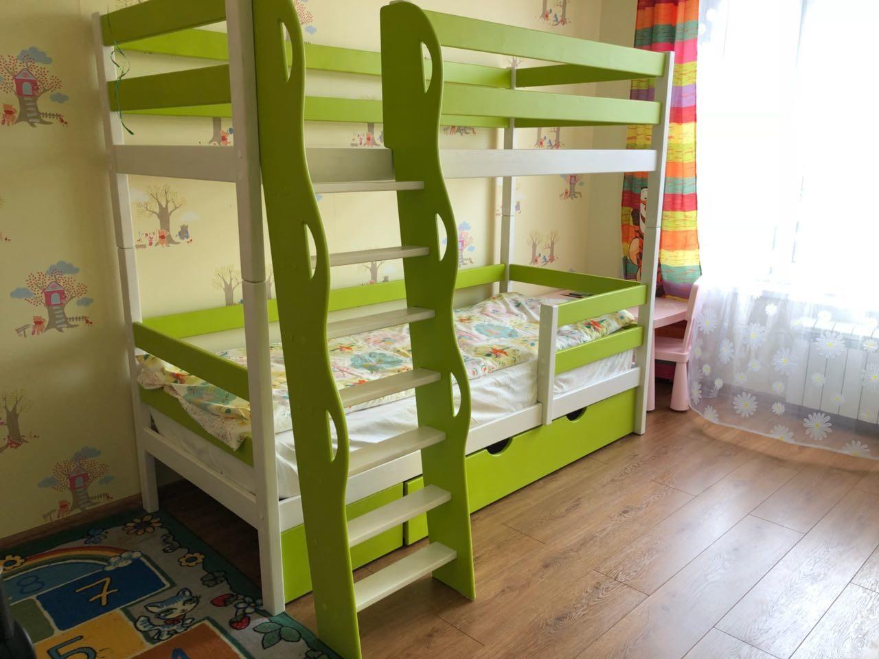кровать 2 ярусная наклонной лестницей