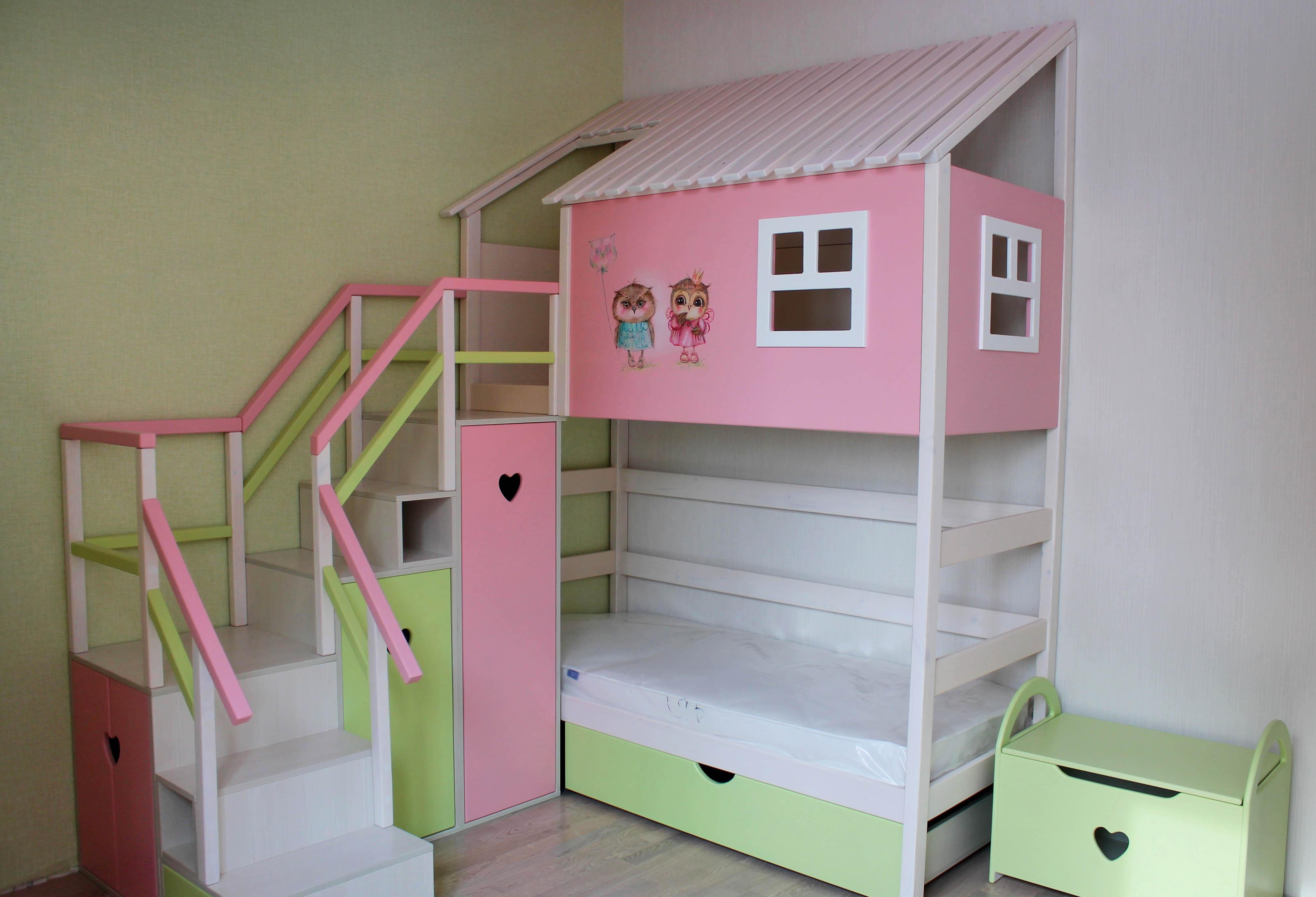 кровать-домик из массива сосны для девочки