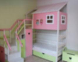 кровать-домик из массива сосны для девоч