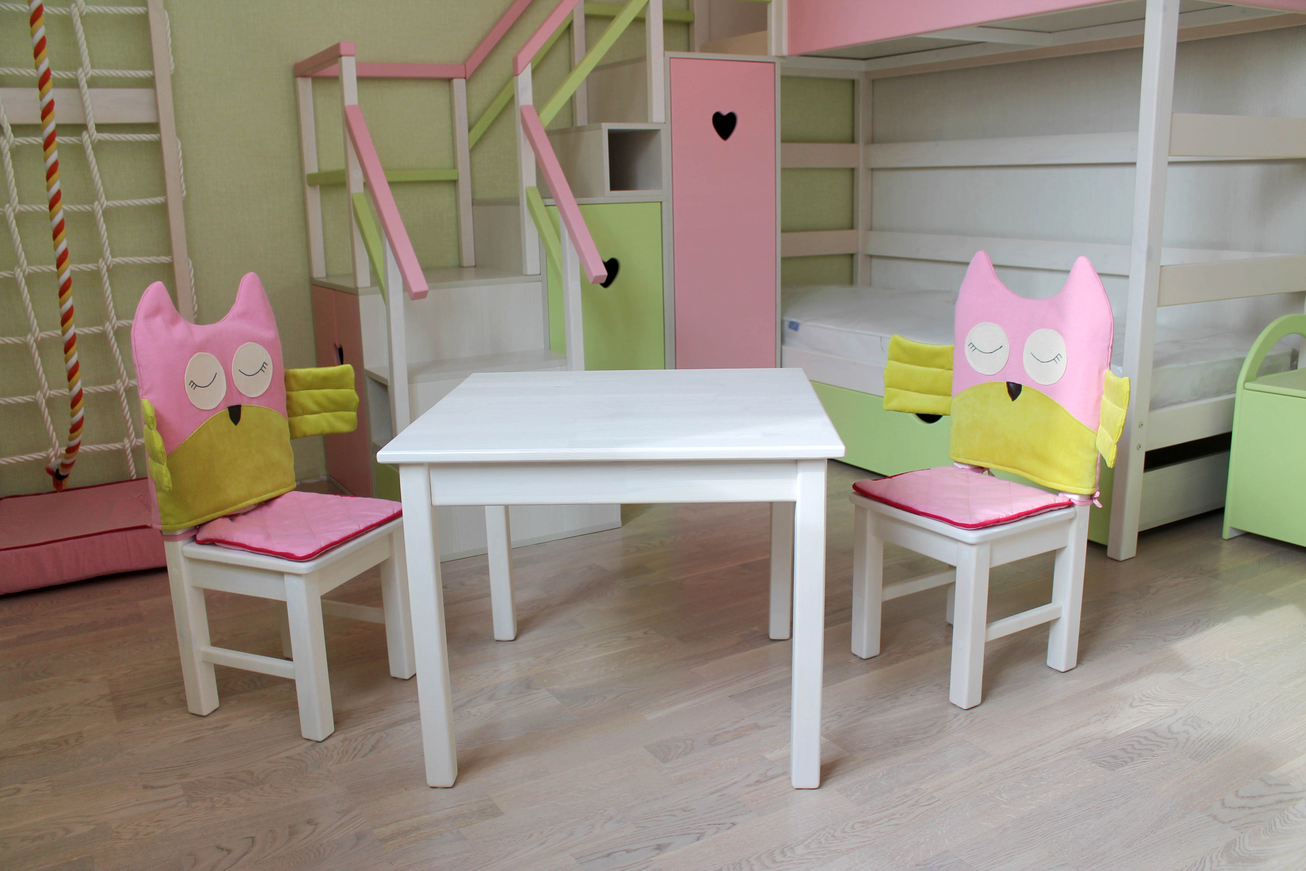 детский столик и стульчики дополненыные текстилем