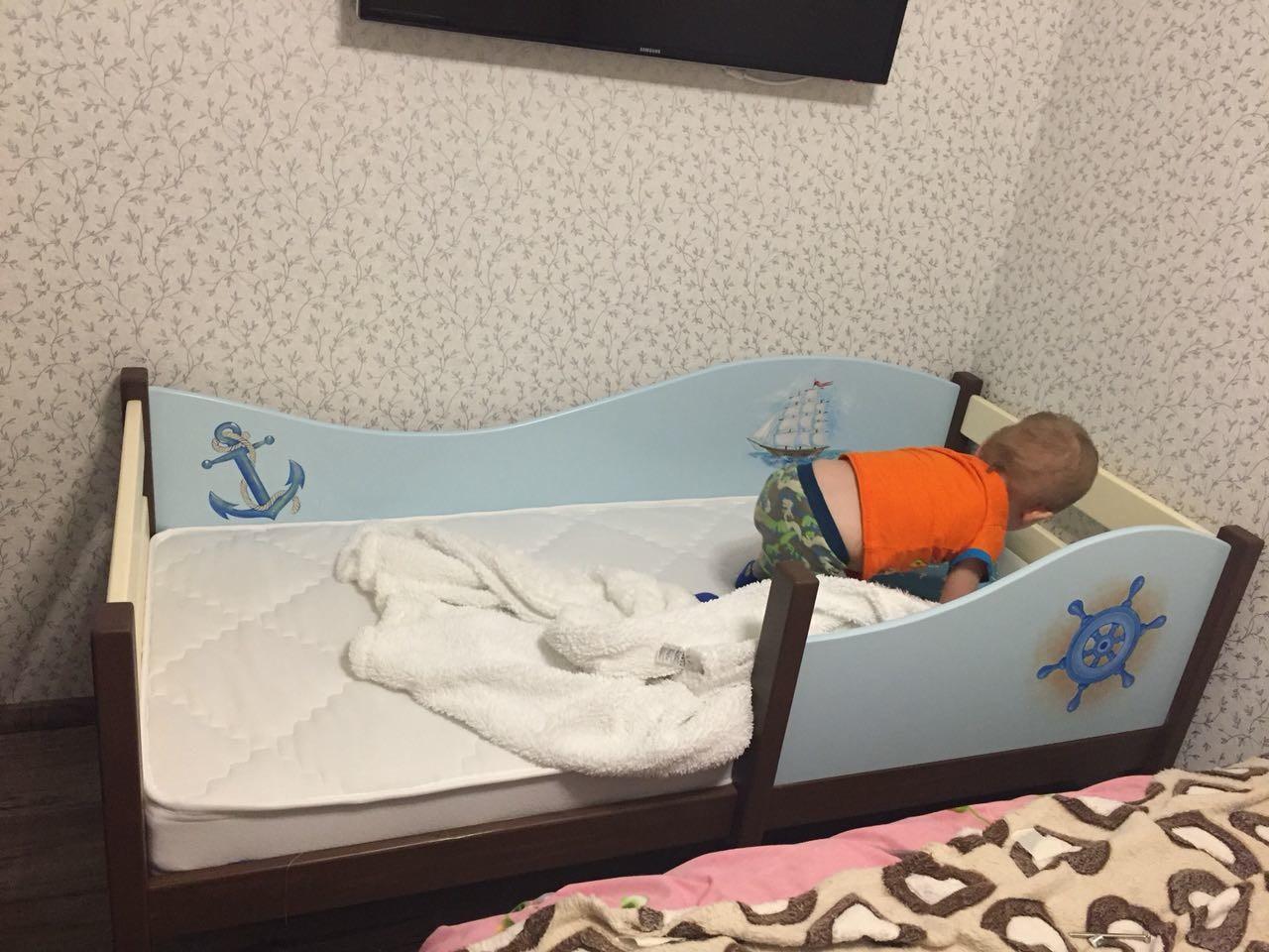 кроватка для мальчика  в морском стиле
